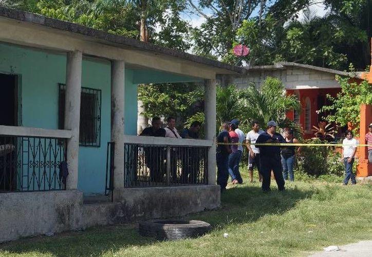 """El domicilio donde sucedió la tragedia está frente a la escuela """"Paulino Navarro"""". (Redacción/SIPSE)"""