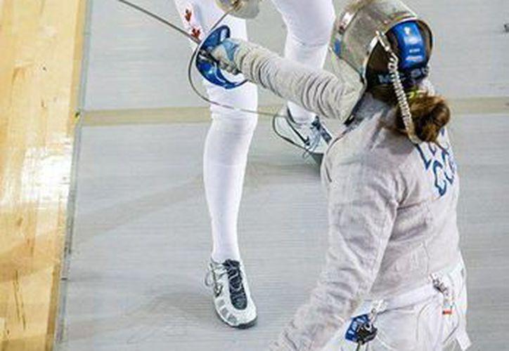 Combate semifinal en el Panamericano de Esgrima, en la categoría sable femenino: Laura López, de Colombia, contra la canadiente Madison Thurgood. México ya ha cosechado cuatro preseas. (Foto: Canada Fencing)