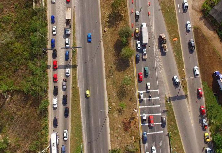 Las obras en el distribuidor vial de salida a Progreso han ocasionado tráfico lento en Periférico Norte e incluso en las colonias aledañas. (Fotos de la SSP)