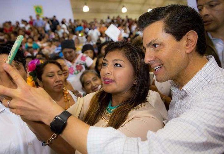 Peña Nieto responderá a preguntas de varios jóvenes presentes en Palacio Nacional. (Presidencia)