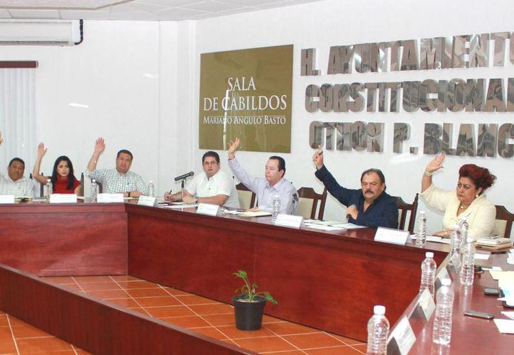Concejales aprobaron por unanimidad la contratación con Banobras, Sociedad Nacional de Crédito y con la Institución Bancaria de Desarrollo, un financiamiento por 80 millones de pesos. (Harold Alcocer/SIPSE)