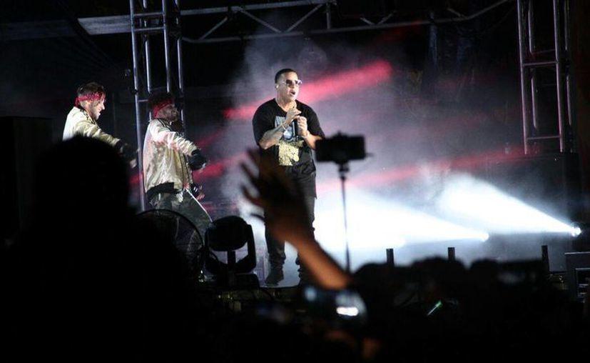 Daddy Yankee deleitó al público con la interpretación de sus grandes éxitos reggaetoneros.(José Acosta/Milenio Novedades)