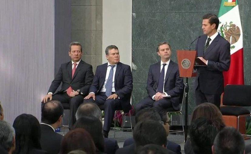 El presidente Enrique peña Nieto durante su mensaje sobre seguridad en escuelas, en la residencia oficial de Los Pinos. (@presidencia.mx)