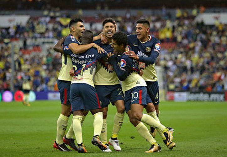 El 'Piojo Herrera' ha hecho un buen trabajo con el equipo, jugadores y fanáticos lo han expresado demostrando su apoyo. (Foto: Milenio).
