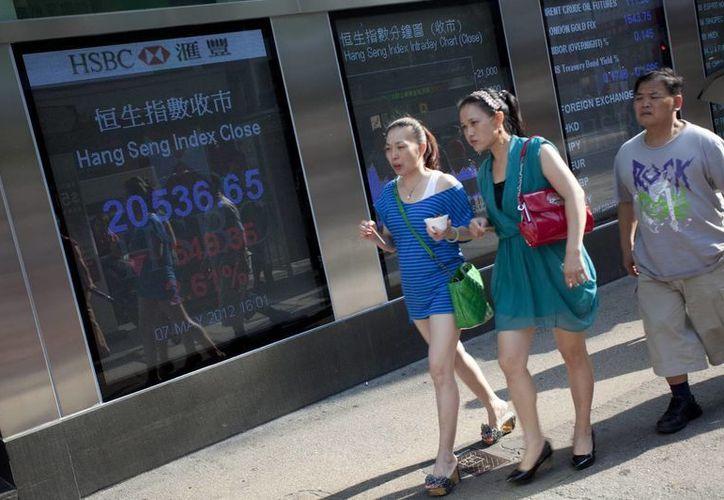 Las autoridades comunistas han tenido la intención de reducir la dependencia del crecimiento en la inversión y el comercio. (EFE)