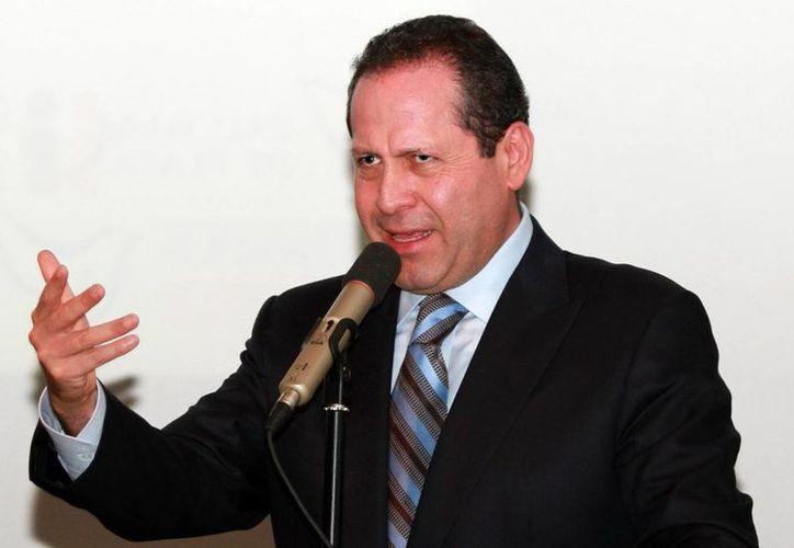 Eruviel Avila, mandatario del Estado de México, estimó que el nuevo aeropuerto capitalino beneficiará a casi 4 millones de habitantes de los municipios aledaños. (Notimex/Foto de archivo)
