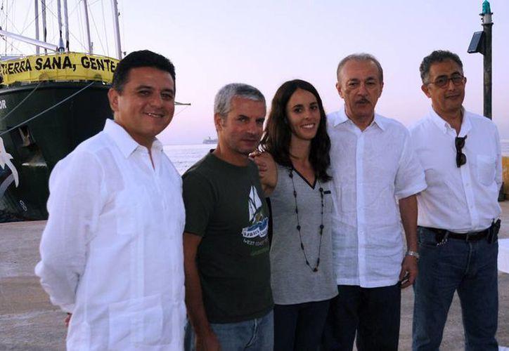 El alcalde y los invitados fueron recibidos en el muelle de transbordadores. (Cortesía/SIPSE)