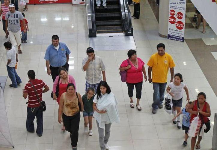 """Centros comerciales ofertan productos para el """"Día de la Madre"""". (Milenio Novedades)"""