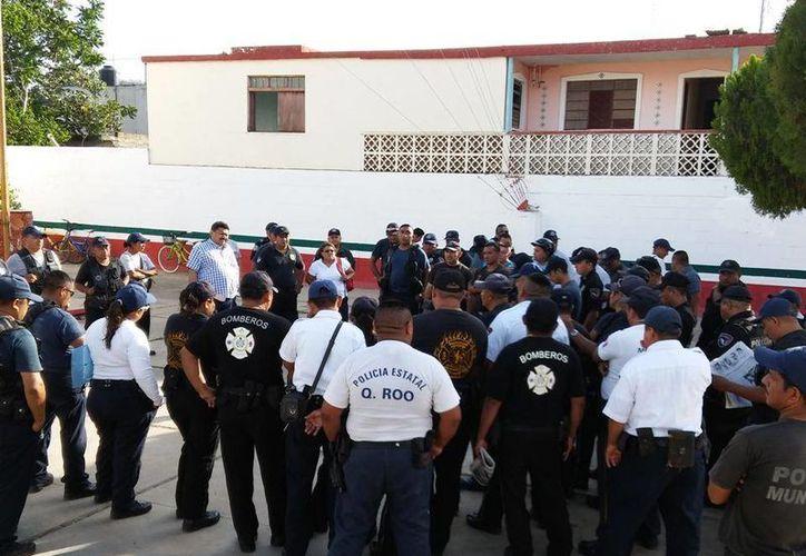 """El cabildo finalmente """"cedió"""" y otorgó estímulos, incrementos y otros beneficios a los policías quienes se retiraron satisfechos.(Tony Blanco/SIPSE)"""