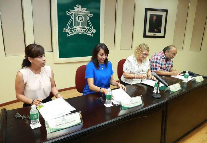 El convenio de participación se firmo entre la dependencia de la CAPA y la Universidad de Quintana Roo. (Redacción/SIPSE)