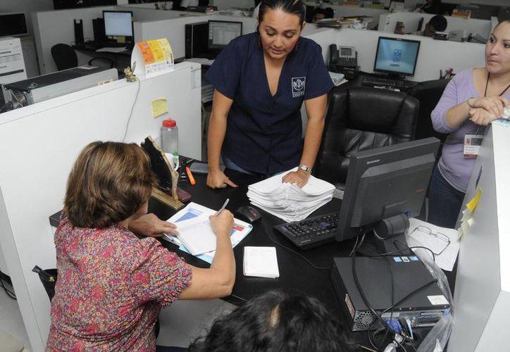 El 82% de los pacientes del Instituto solicitaba llevar acompañante a sus citas fuera de la ciudad, aunque no todos los necesitan. (Harold Alcocer/SIPSE)