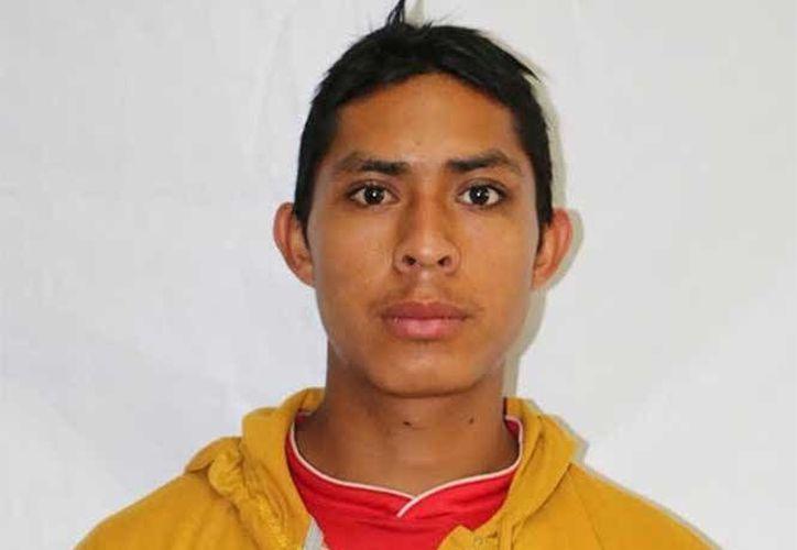 Néstor Caralampio López Aguilar se hizo famoso porque es el más activo de los rapadores de profesores, en la cabecera municipal de Comitán, Chiapas. (Foto: excélsior.com)