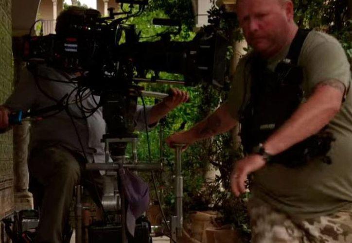 Escena del documental 'detrás de cámaras' de la serie Games of Thrones, el cual se difundirá antes del estreno de la quinta temporada de la serie. (YouTube/GamesofThrones)