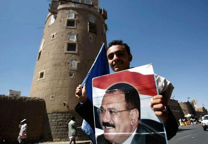 Enfrentamientos armados dejaron más de 20 muertos en Yemen. La imagen -de noviembre de 2014- es de contexto y corresponde a un simpatizante del presidente de ese país, Ali Abdullah Saleh. (Archivo/AP)