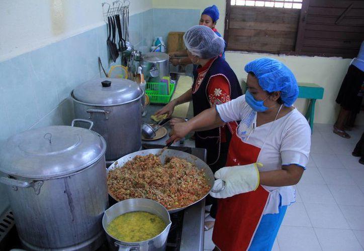 Las Escuelas de Tiempo Completo incluyen dar alimento a los alumnos. (Milenio Novedades)