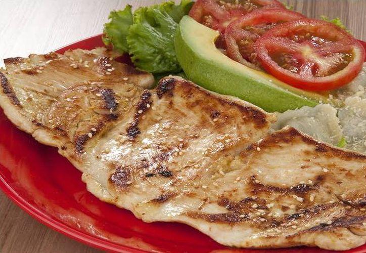 Los nuevos comedores serán habilitados y equipados como establece la norma mexicana en procesamiento de alimentos. Imagen de una comida saludable como la que se servirá en los nuevos programas de alimentación. (Milenio Novedades)