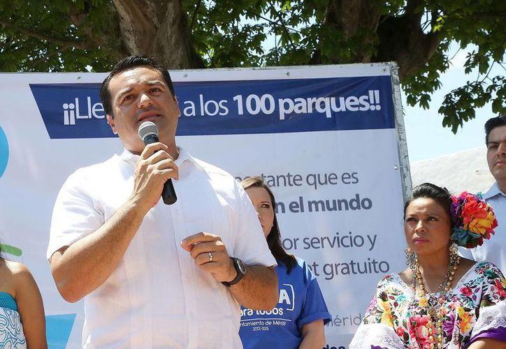 El alcalde Renán Barrera dijo que hay emergencia por falta de lámparas. (SIPSE)