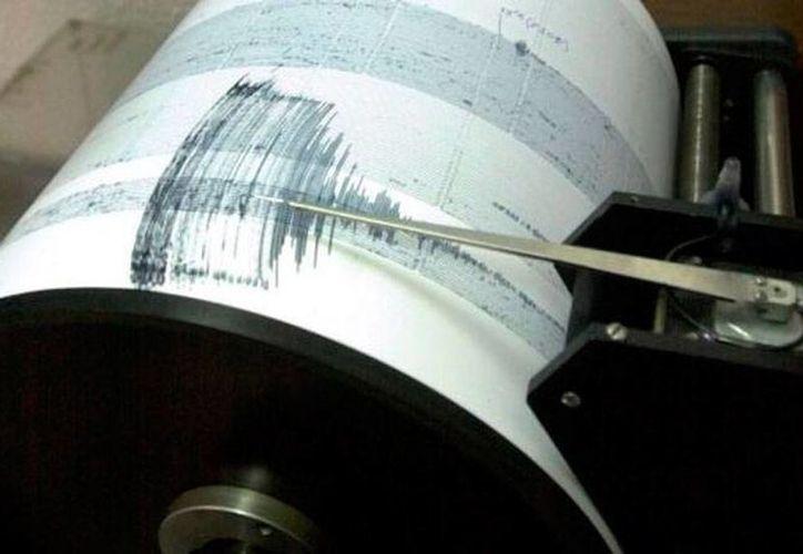 Grecia, donde esta mañana se sintió un temblor de magnitud 5.1, está en una región de constantes sismos, pero casi nunca hay víctimas o daños. La imagen es de un sismógrafo, utilizada únicamente como contexto. (noticierostelevisa.com)