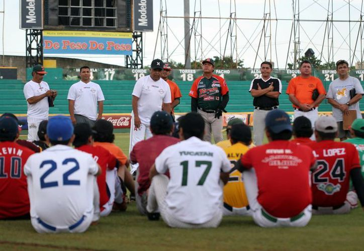 70 jóvenes, de entre 14 y 18 años, participaron en la práctica de los Leones. (Sipse)