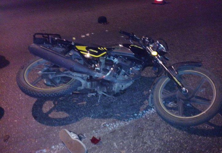 Un motociclista falleció este lunes en la madrugada al derrapar en el Anillo Periférico, a la altura de la carretera a Tixkokob. (Carlos Navarrete/Milenio Novedades)