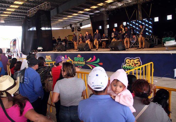 La Banda Arsenal fue uno de los  'platos fuertes' en la fiesta de la tarima SIPSE en el Carnaval Mérida 2016. (Jorge Acosta/Milenio Novedades)