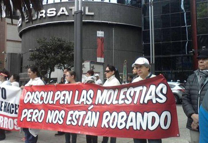 Imagen de una de las protestas de los afectados del caso Ficrea en la Ciudad de México. (Milenio)