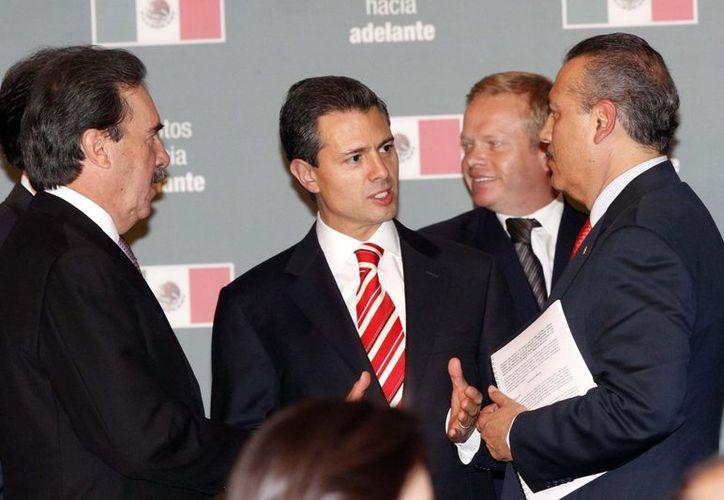 Los partidos Revolucionario Institucional y Verde Ecologista en el Senado presentaron la iniciativa del presidente electo, Enrique Peña Nieto. (Notimex)
