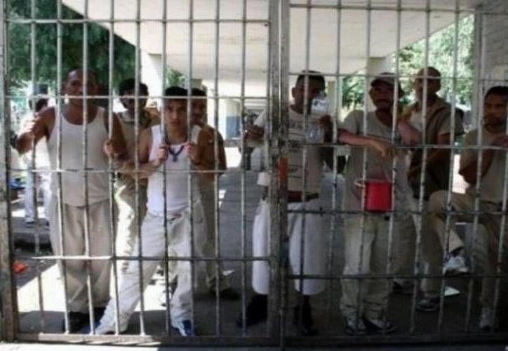 El director de la cárcel de Cozumel fue arrestado la noche del sábado por protagonizar un riña en la vía pública. (Redacción/SIPSE)