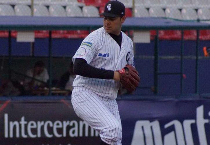 Soto terminó como el lanzador líder en juegos ganados en el circuito veraniego 2013, de la LMB. (guerrerosdeoaxaca.com.mx)