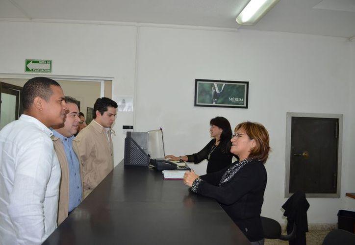 Regidores priistas durante su visita a la Contraloría del Ayuntamiento de Mérida. (Theani Ruz/SIPSE)