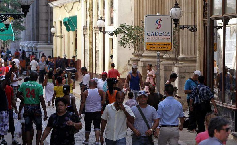 """El presidente Raúl Castro impulsa un plan de reformas con mecanismos de mercado para """"actualizar"""" el agotado modelo socialista vigente en Cuba. (EFE/Archivo)"""