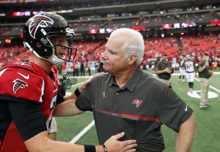 Los Halcones de Atlanta, que permitieron 31 puntos consecutivos en la segunda mitad del Super Bowl LI contra Patriotas, despidieron a sus coordinadores defensivos, entre ellos Richard Smith (foto). (AP)