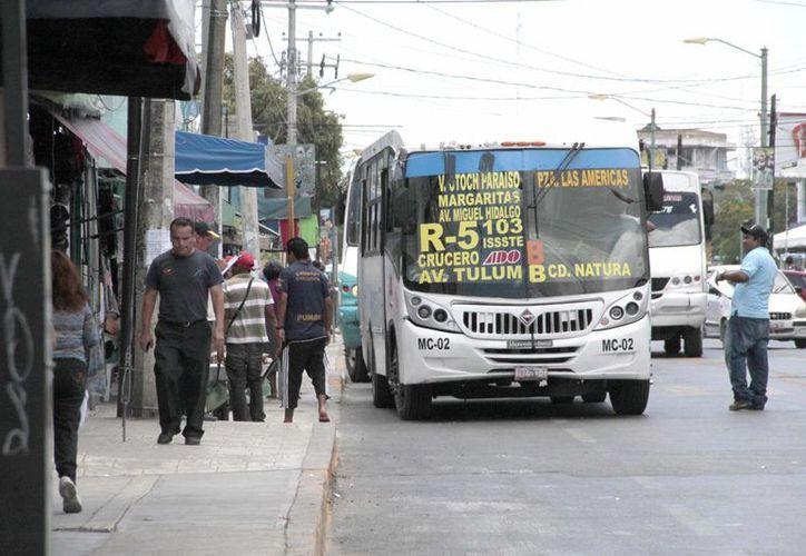 Buscan apoyar con descuentos en el transporte público a grupos específicos de la población. (Tomás Álvarez/SIPSE)