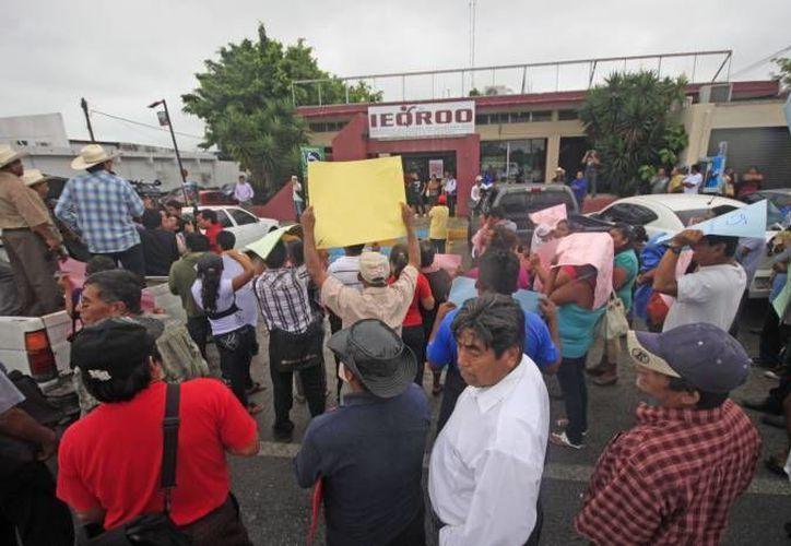 El pasado 12 de marzo, los votantes excluídos se manifestaron frente a las oficinas del Ieqroo. (Archivo/SIPSE)