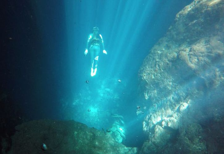 La joven se sumergió a 127 metros de profundidad. (Ángel Villegas/SIPSE)