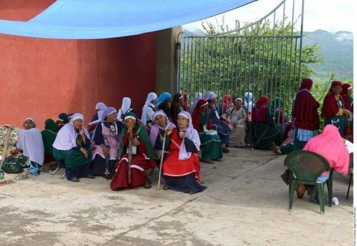 En julio del 2012 religiosos de la comunidad destruyeron con picos y marros la escuela del lugar. (Archivo SIPSE)