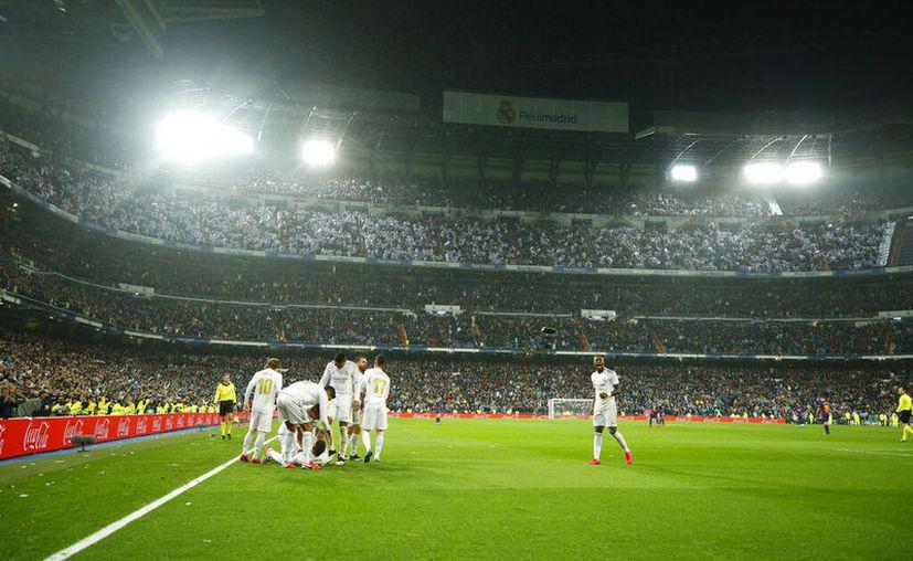 Los jugadores decidieron voluntariamente ajustar su sueldo, según el comunicado del club. (AP)