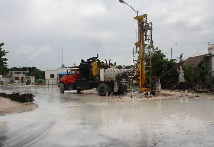 La construcción de un pozo de captación de aguas pluviales inundó zonas de la colonia Guerra de Castas en Tulum. (Sara Cauich/SIPSE)