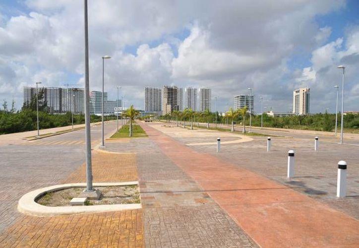 El Malecón Tajamar cuenta con una rambla turística de 617 metros de longitud y un camellón de 40 metros de ancho. (Redacción/SIPSE)