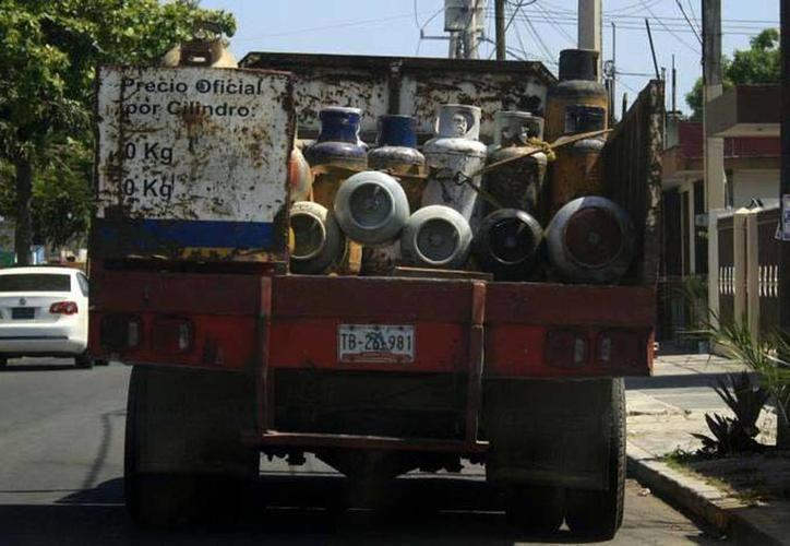 El cilindro 'de 30' pasó de los 573 pesos a los 601 pesos, y el de 45 kilos de los 860 pesos a casi mil pesos. (SIPSE)