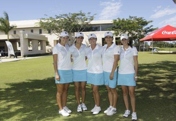El equipo del Yucatán Country Club que participa en el Torneo Interclubes. (Christian Ayala/SIPSE)