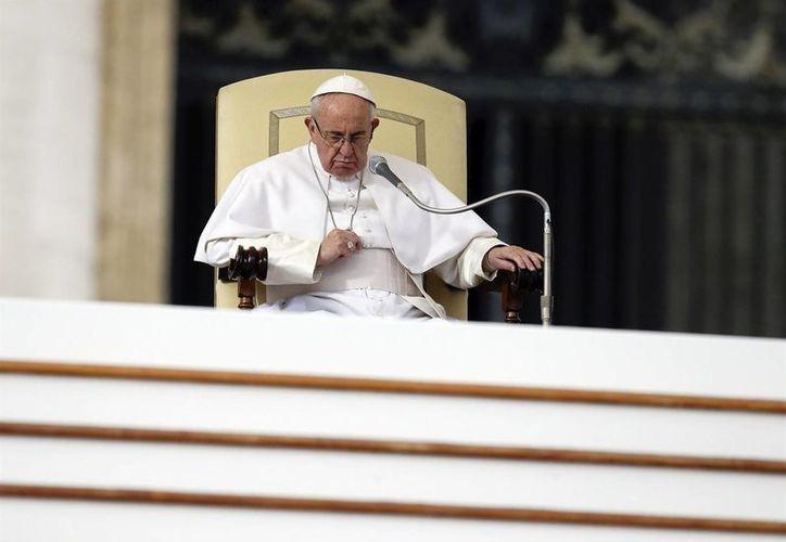 Fotografía del Papa Francisco en la Plaza de San Pedro en el Vaticano; durante su visita a Chiapas hará un decreto en defensa de los derechos indígenas en el país. (AP Photo/Gregorio Borgia)