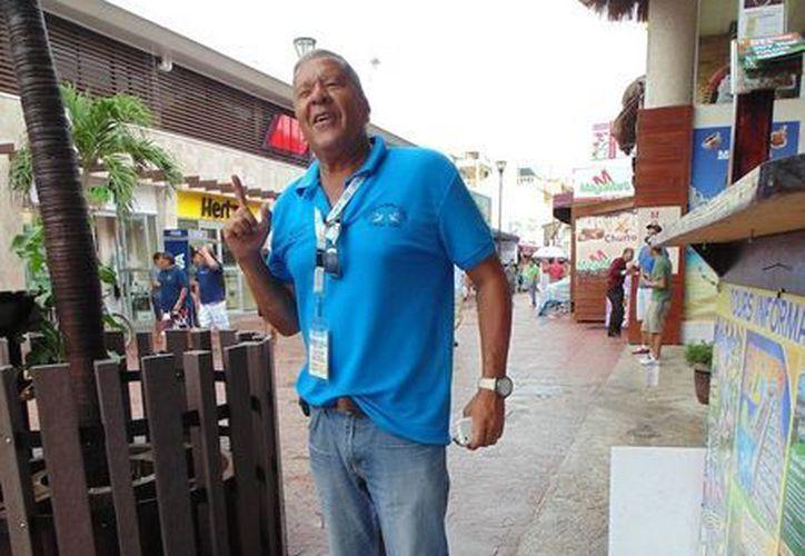 Arnaldo Morales cambió su empresa y su vida en Venezuela por la tranquilidad de radicar en Playa del Carmen. (Yesenia Barradas/SIPSE)