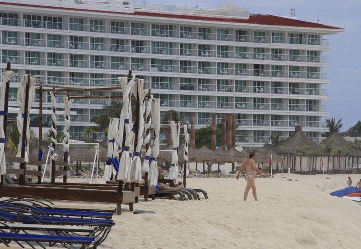 Las tarifas hoteleras de los centros de hospedaje de Cancún bajan hasta 25% por la temporada baja. (Tomás Álvarez/SIPSE)