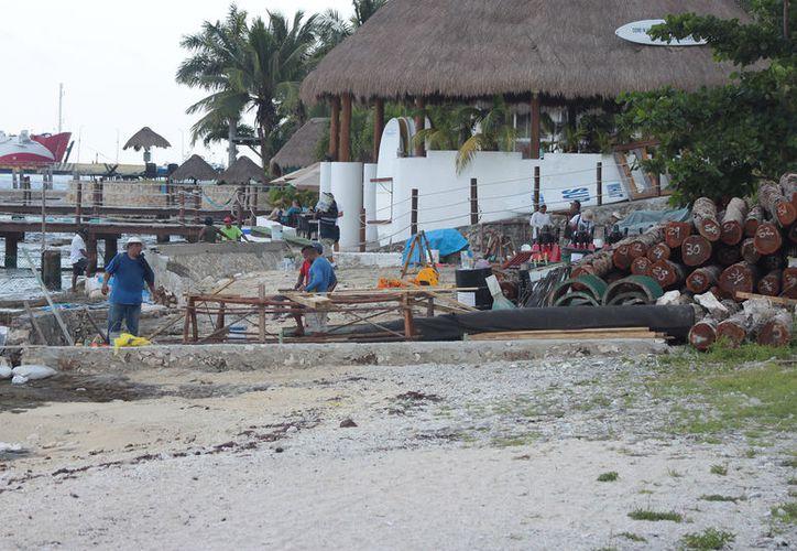 Hace dos semanas comenzó a llegar material para el arranque de las obras, autorizado por el Ayuntamiento de Cozumel.  (Foto: Gustavo Villegas)