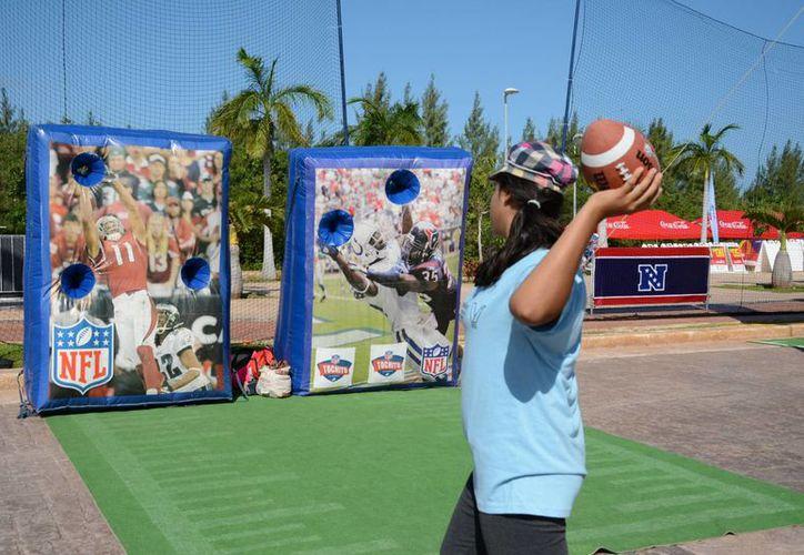 Las actividades para promover el deporte americano se llevaron a cabo en el malecón Tajamar. (Victoria González/SIPSE)