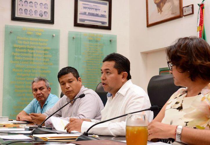LA Comisión de Hacienda, Presupuesto y Cuenta sustentó la suplencia en el numeral 66 del Reglamento Interior de la Aseqroo.