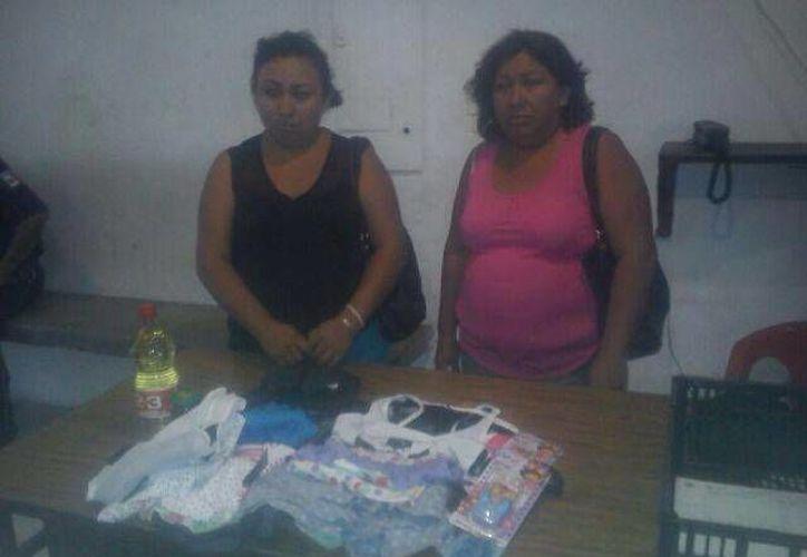 Valeria Cen Uc y María Anita Cen Uc fueron trasladadas al Ministerio Público por el delito de robo.  (Redacción/SIPSE)