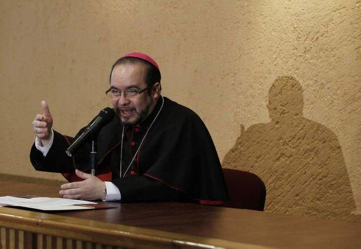 Eugenio Lira Rugarcía, obispo auxiliar de Puebla y secretario general de la CEM, ofreció una conferencia de prensa. (Notimex)