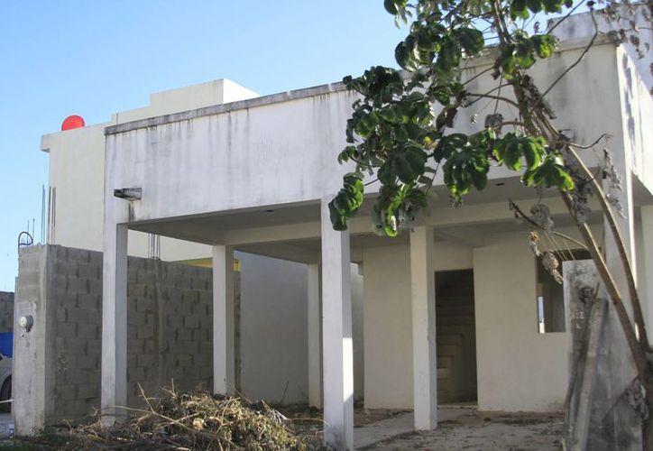 La construcción de los fraccionamientos fue abandonada en 2007. (Harold Alcocer/SIPSE)